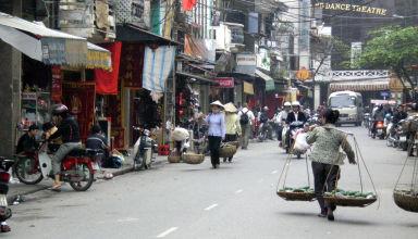 Scène de vie typique de la vieille ville d'Hanoï, dans le nord du Vietnam.